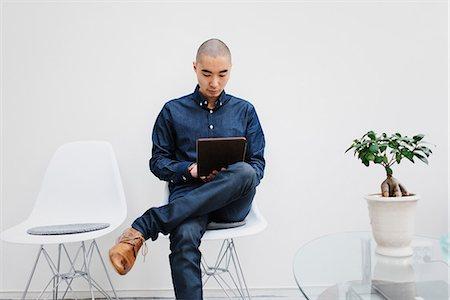 skinhead - Sweden, Freelancer sitting with digital tablet Stock Photo - Premium Royalty-Free, Code: 6126-08644039