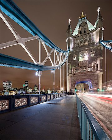 UK, England, London, Pedestrian walkway of Tower Bridge at night Stock Photo - Premium Royalty-Free, Code: 6126-08659177