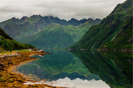 Idyllic view of mountains by calm lake Stock Photo - Premium Royalty-Free, Code: 6127-08687635