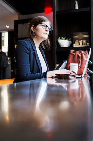 restaurant new york manhattan - Businesswoman using laptop at table in coffee shop Stock Photo - Premium Royalty-Free, Code: 6127-08704258