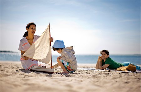 Mother and father with young son at beach. Stock Photo - Premium Royalty-Free, Code: 6128-08737747