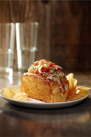 Lobster Roll Sandwich with Potato Chips Stock Photo - Premium Royalty-Free, Code: 613-07068186