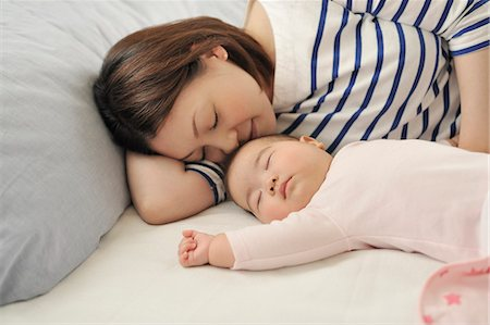 Mother lies down with the baby. Stock Photo - Premium Royalty-Free, Code: 613-07492361