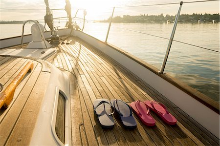 recreational pursuit - Flip flops on teak deck of 62 ft sailboat Stock Photo - Premium Royalty-Free, Code: 613-07593445