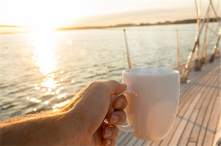 Coffee or tea cup on 62 foot sailboat Stock Photo - Premium Royalty-Free, Code: 613-07593450