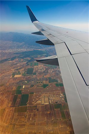 View of Airplane Wing and Los Angeles Below Stock Photo - Premium Royalty-Free, Code: 613-07673739