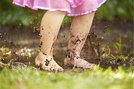 dirty - Splashing around Stock Photo - Premium Royalty-Free, Code: 613-08275255