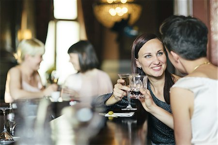 Girls Night At A Pub Stock Photo - Premium Royalty-Free, Code: 613-08387595