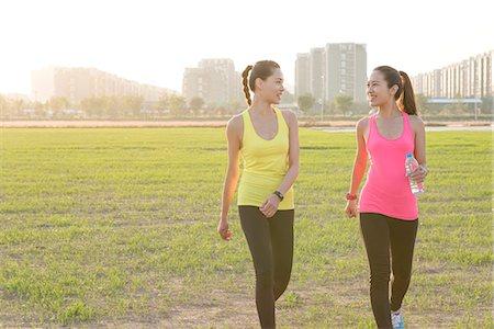 Two women exercising Stock Photo - Premium Royalty-Free, Code: 613-08745844