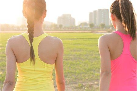 Two women exercising Stock Photo - Premium Royalty-Free, Code: 613-08745842