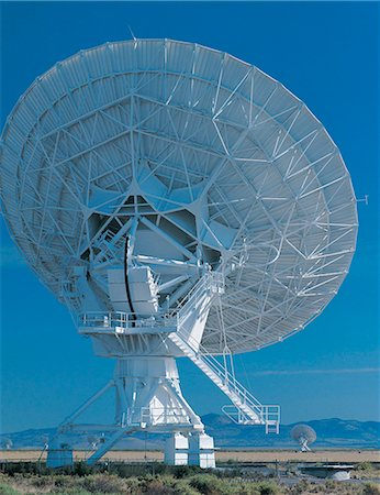 radio telescope - Satellite tracking dish Stock Photo - Premium Royalty-Free, Code: 613-00705910
