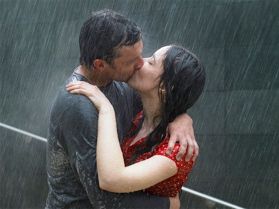 Couple kissing in rain, side view close-up Stock Photo - Premium Royalty-Free, Image code: 613-00999530