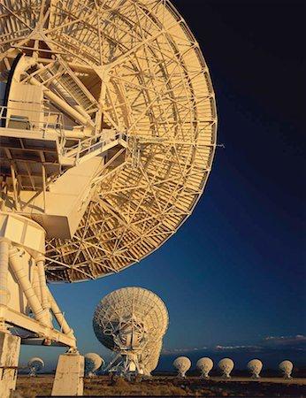 radio telescope - Field of array/satellite dishes Stock Photo - Premium Royalty-Free, Code: 613-01404045