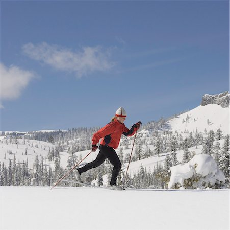 USA, California, young woman cross-country skiing, side view Stock Photo - Premium Royalty-Free, Code: 613-01533383