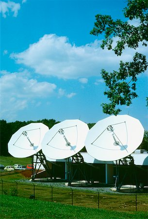 radio telescope - Satellite dish on a landscape, Maryland, USA Stock Photo - Premium Royalty-Free, Code: 625-00899075