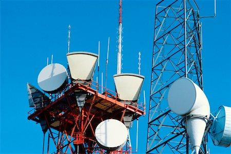 radio telescope - Low angle view of microwave radio towers, Washington DC, USA Stock Photo - Premium Royalty-Free, Code: 625-00903852