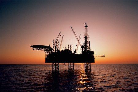 Oil drilling platform in the Mediterranean Stock Photo - Premium Royalty-Free, Code: 625-01251597