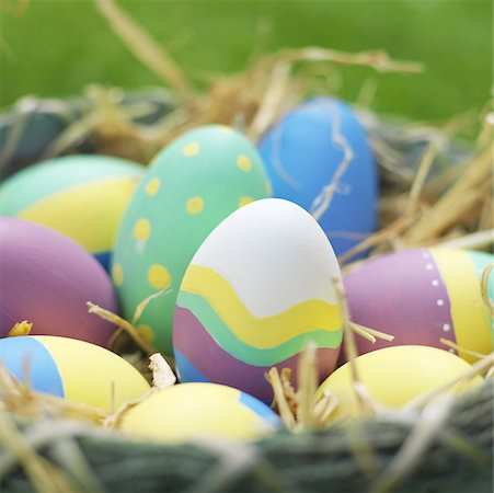 Close-up of a Easter eggs in a basket Stock Photo - Premium Royalty-Free, Code: 627-00857191