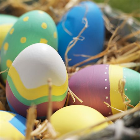 Close-up of a Easter eggs in a basket Stock Photo - Premium Royalty-Free, Code: 627-00862282
