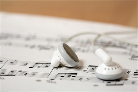 Earphones on a score Stock Photo - Premium Royalty-Free, Code: 628-05817302