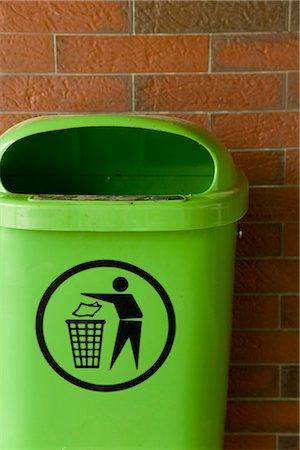 Green trash can at brick wall, Hamburg, Germany Stock Photo - Premium Royalty-Free, Code: 628-05817331