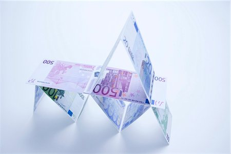 House of cards made of Euro notes Stock Photo - Premium Royalty-Free, Code: 628-05817687