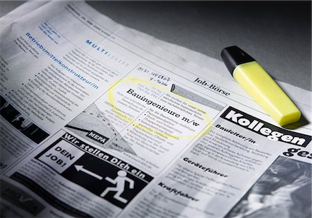 Job advertisement in newspaper marked with highlighter Stock Photo - Premium Royalty-Free, Code: 628-05817981