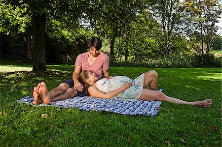 expectation - Man and pregnant woman on a blanket in a park Stock Photo - Premium Royalty-Free, Code: 628-07072353
