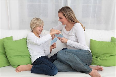 Mother and son playing cards on couch Stock Photo - Premium Royalty-Free, Code: 628-07072724