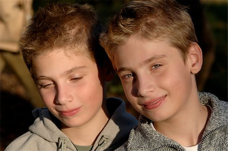 Identical twins Stock Photo - Premium Royalty-Free, Code: 628-02615442
