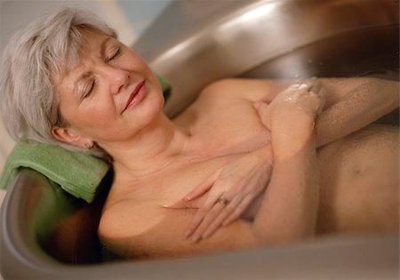 Senior woman in bathtub Stock Photo - Premium Royalty-Free, Code: 628-02953811