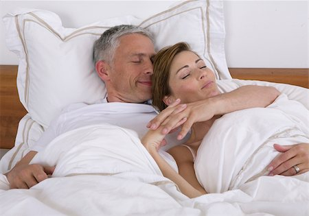 Couple sleeping in bed Stock Photo - Premium Royalty-Free, Code: 628-02953824