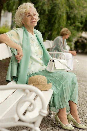 Senior woman sitting on park bench Stock Photo - Premium Royalty-Free, Code: 628-03058868