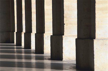 Row of columns Stock Photo - Premium Royalty-Free, Code: 621-05450342