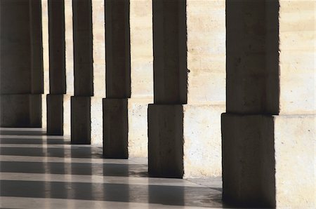 Row of columns Stock Photo - Premium Royalty-Free, Code: 621-05450342