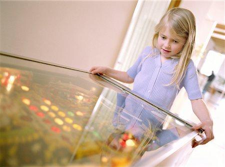 pinball - Playing Pinball Stock Photo - Premium Royalty-Free, Code: 621-00742221