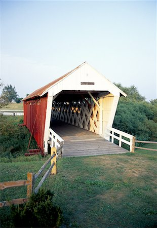 road landscape - Covered Bridge, Madison County, Iowa Stock Photo - Premium Royalty-Free, Code: 621-01229557