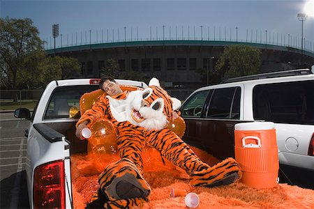 drunk passed out - Drunk mascot on tailgate Stock Photo - Premium Royalty-Free, Code: 621-01618878