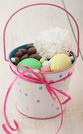 Basket of Easter candy Stock Photo - Premium Royalty-Free, Code: 621-02247243