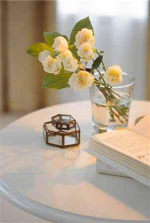flower decor design - White Roses In Glass With Open Book On Table Stock Photo - Premium Royalty-Free, Code: 622-06009717