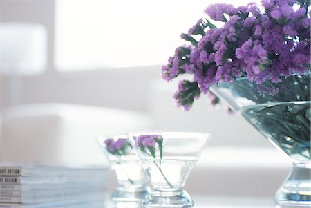 Purple Flowers In Glass Bowls Stock Photo - Premium Royalty-Free, Code: 622-06009749