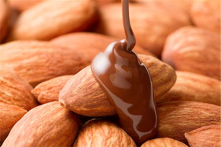smooth - Almonds And Chocolate Stock Photo - Premium Royalty-Free, Code: 622-06010029