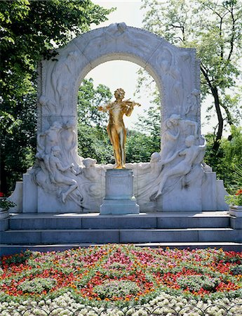 Statue of Johann Strauss Stock Photo - Premium Royalty-Free, Code: 622-06370222