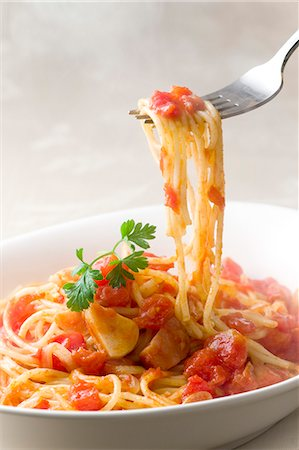 fork - Spaghetti with tomato sauce Stock Photo - Premium Royalty-Free, Code: 622-06809288