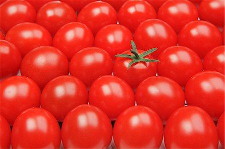 Cherry tomatoes Stock Photo - Premium Royalty-Free, Code: 622-06842405