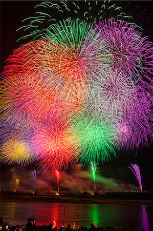 fireworks colored picture - Nagaoka Fireworks Festival Stock Photo - Premium Royalty-Free, Code: 622-07118050