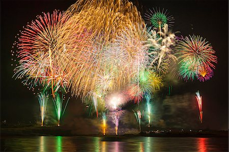 fireworks colored picture - Nagaoka Fireworks Festival Stock Photo - Premium Royalty-Free, Code: 622-07118052