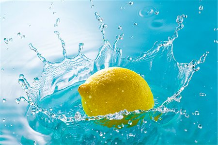 splash - Water and lemon Stock Photo - Premium Royalty-Free, Code: 622-07519507