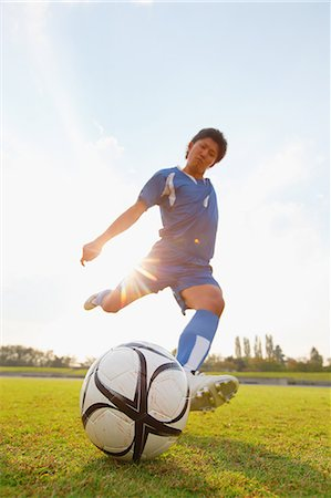 footballeur - Football player kicking ball Stock Photo - Premium Royalty-Free, Code: 622-07736075