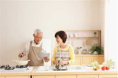 Senior adult Japanese couple in the kitchen Stock Photo - Premium Royalty-Free, Code: 622-07810955